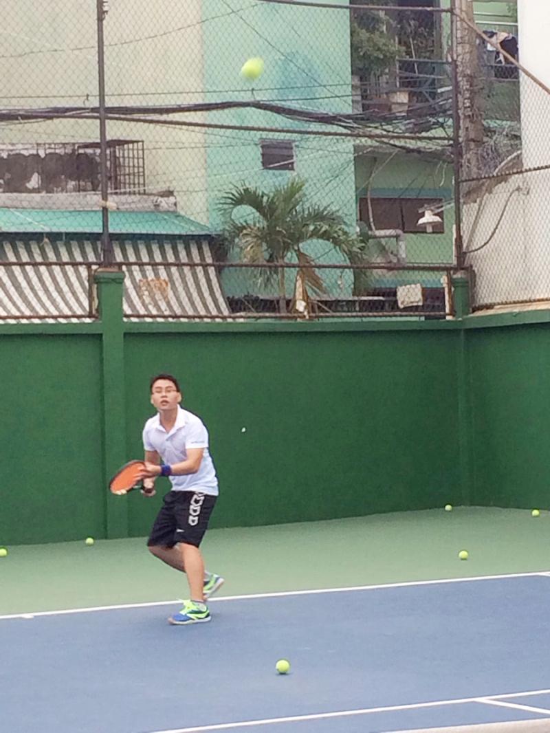 hồ ngọc đồng chơi tennis